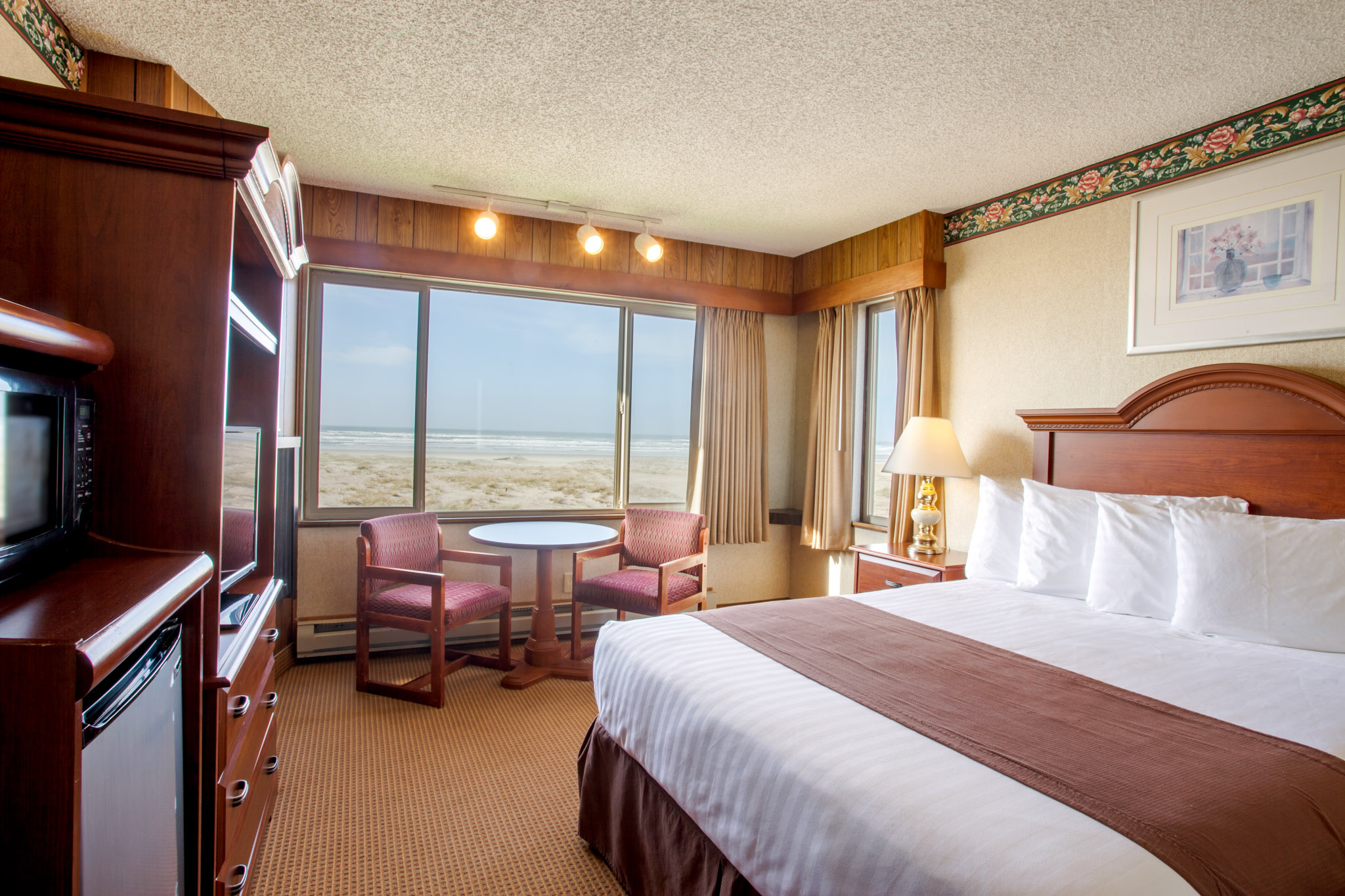 Oceanfront queen room in Seaside, Oregon